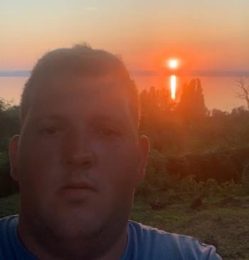 Simon társkereső profilja