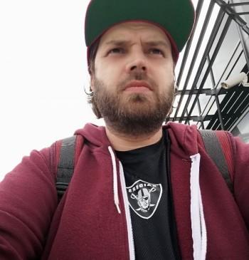 Josh társkereső profilja