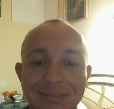 Tamás 1 l társkereső profilja