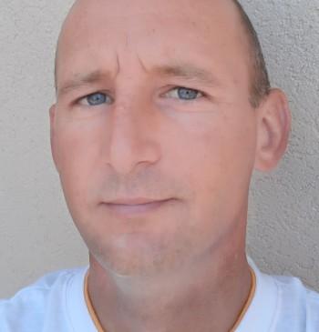 Kornél társkereső profilja